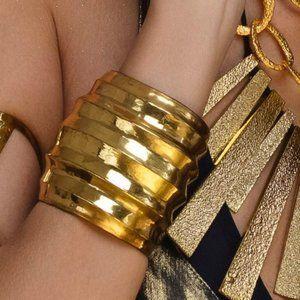 Large Vintage Golden tone Bracelet Cuff